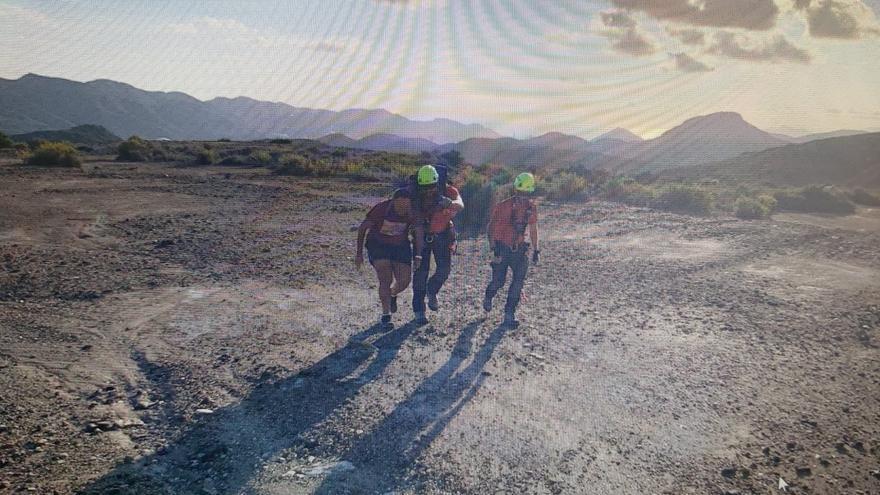 Rescatan a dos personas que se habían perdido en un sendero de montaña de Portmán
