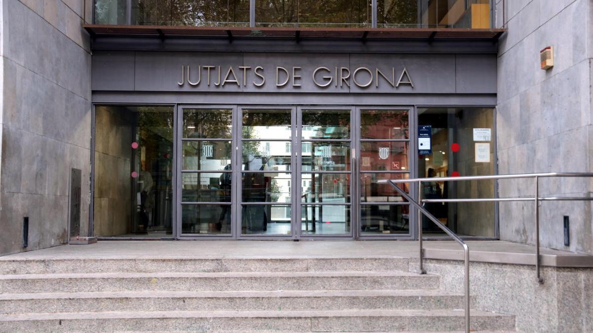 La façana dels Jutjats de Girona.