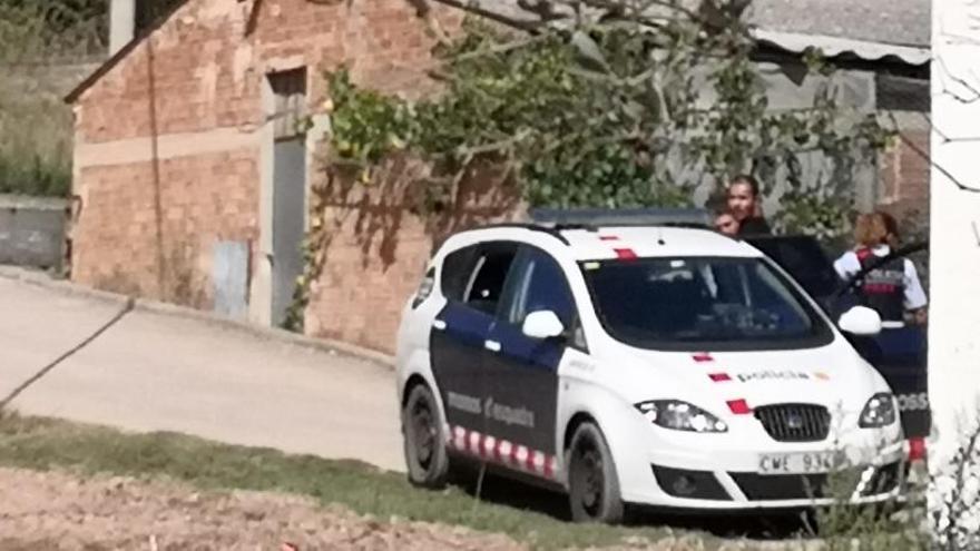 Veïns d'Oló persegueixen dos lladres, que acaben detinguts pels Mossos