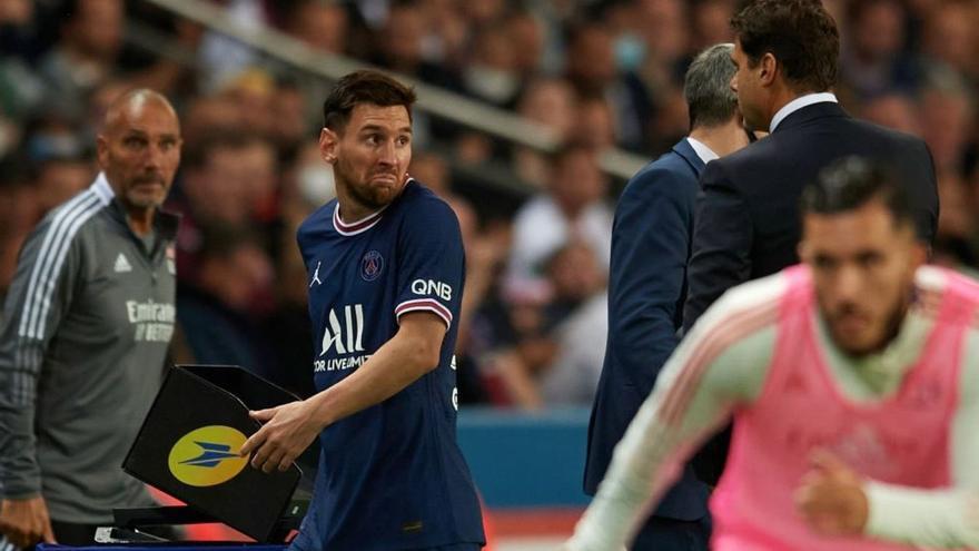 Tensión Messi-Pochettino: el argentino sigue sin marcar, fue sustituido y negó el saludo al técnico