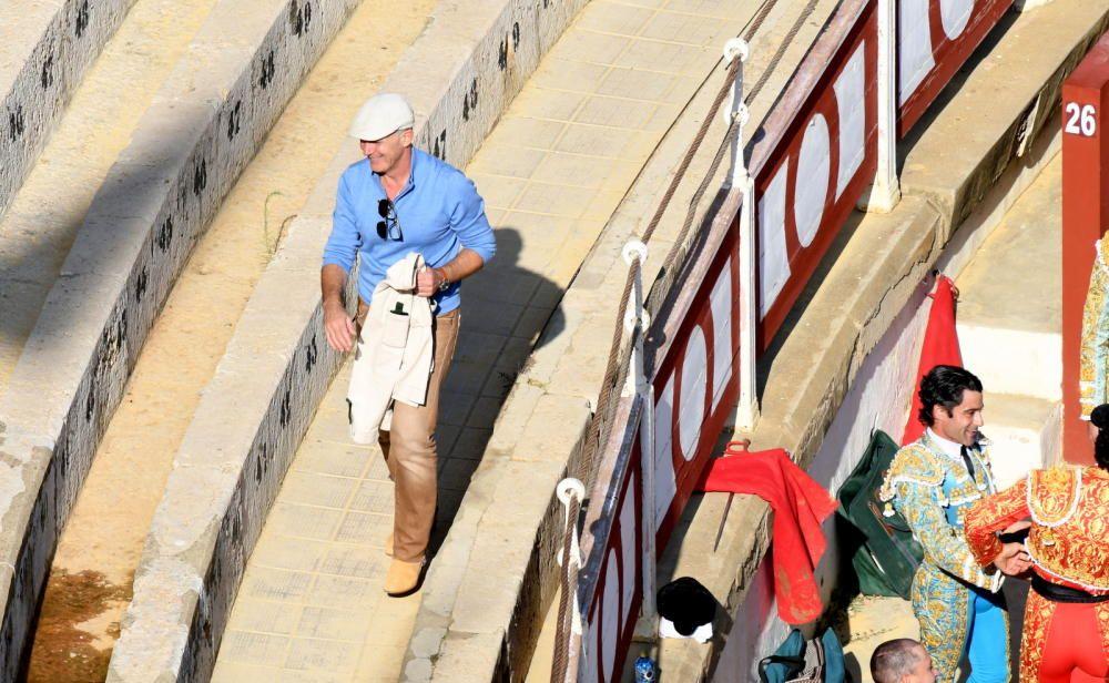 Antonio Banderas ya se ha dejado ver por la plaza de toros de La Malagueta, donde se ruedan los primeros planos de 'Genius'.