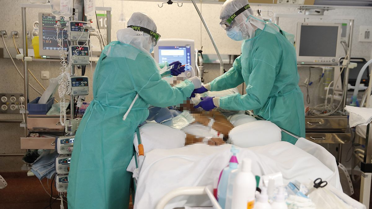 Un paciente atendido en la uci de Povisa