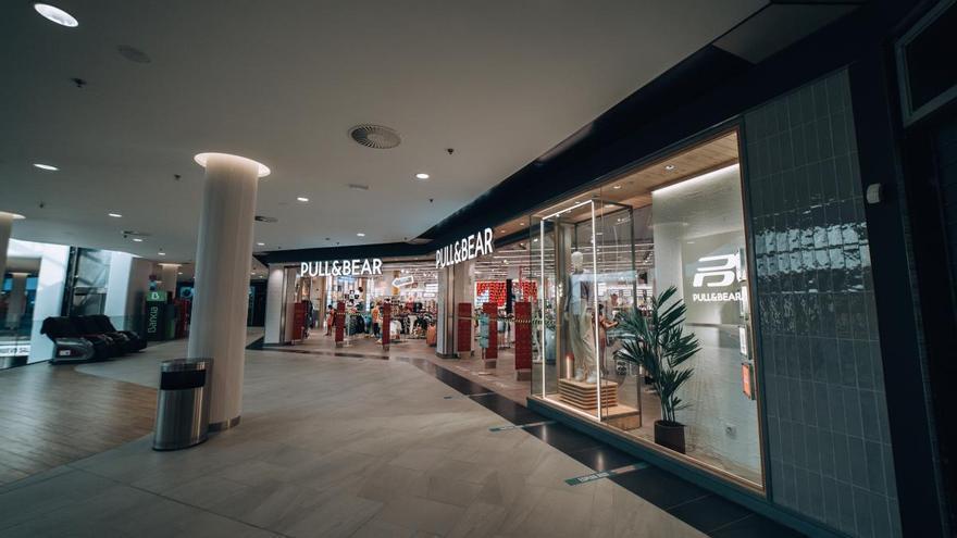 El Centro Comercial Saler reparte 10.000 euros en tarjetas regalo de 10 euros a sus clientes sin sorteo