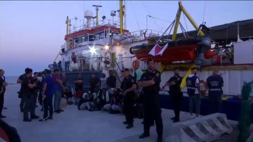 La capitana del 'Sea Watch', en arresto domiciliario tras desembarcar en Lampedusa