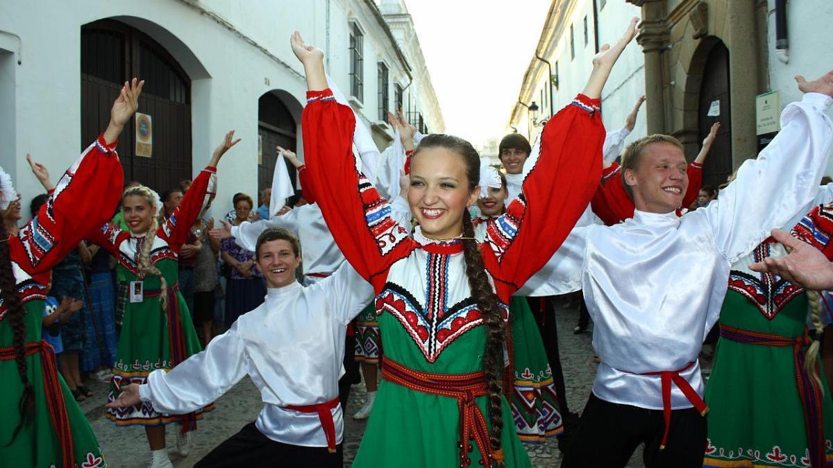 Grupo folclórico de Rusia durante la Semana Internacional de la Huerta y el Mar, en Los Alcázares.