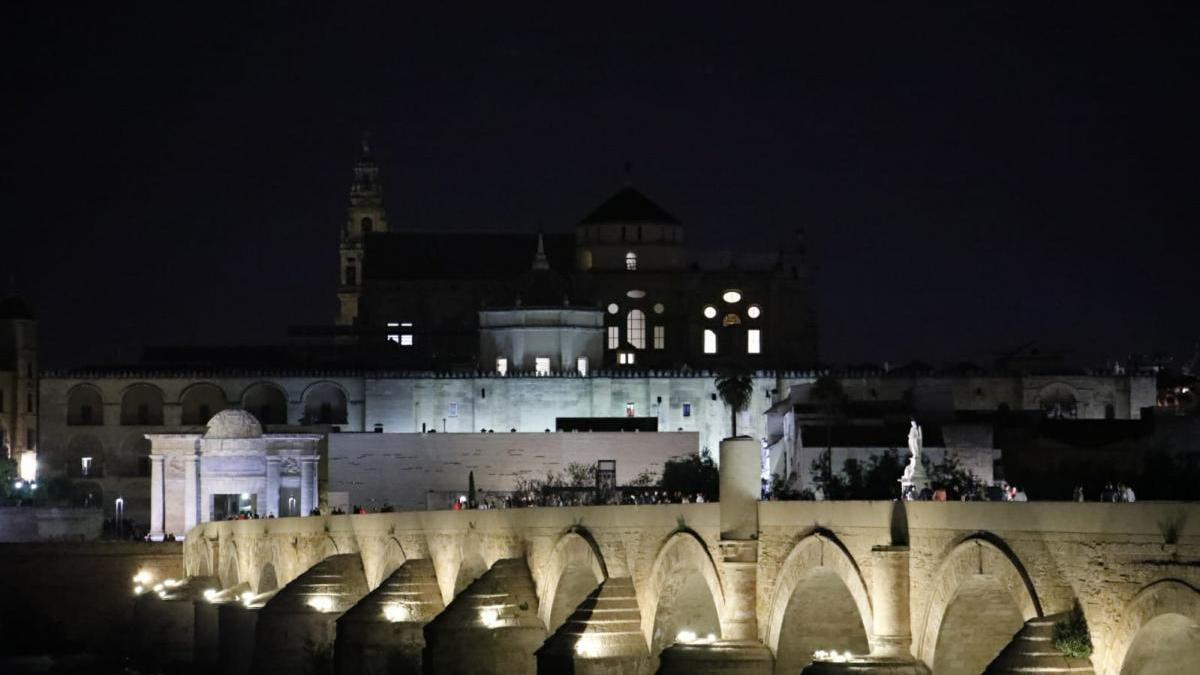 La Mezquita y la Puerta del Puente, a oscuras durante 'La hora del planeta'