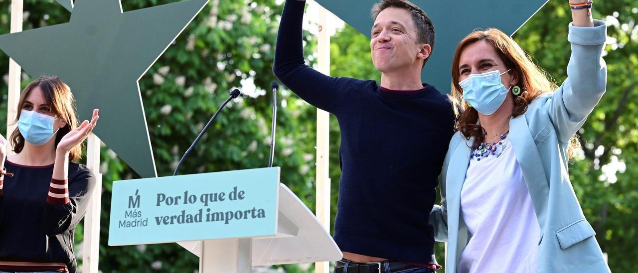 Iñígo Errejón con Mónica García en el cierre de campaña en Madrid