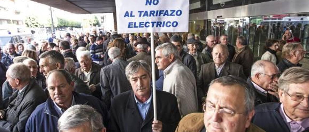 Agricultores de Castelló se manifestaron ayer en Valencia contra «el tarifazo eléctrico».