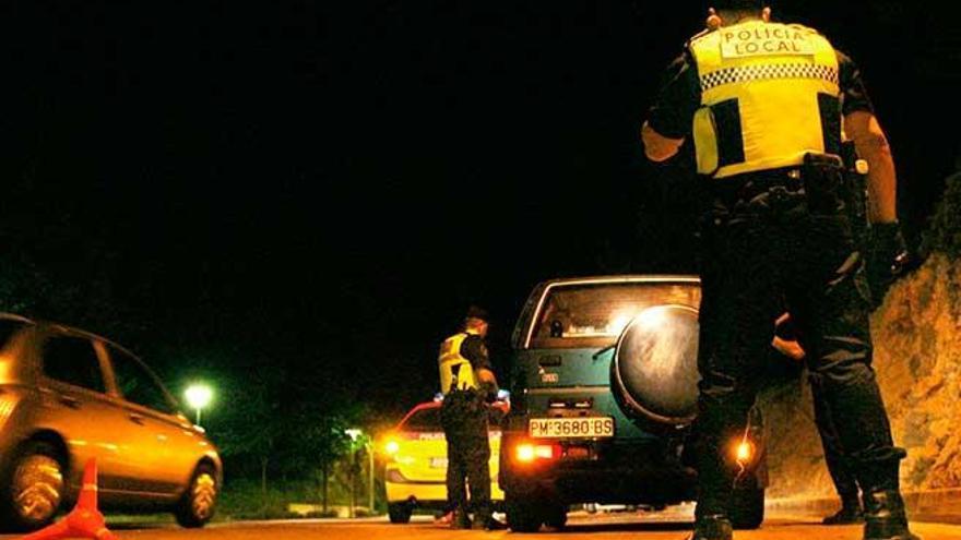 La Policía disuelve un macrobotellón con cientos de jóvenes en Son Rossinyol