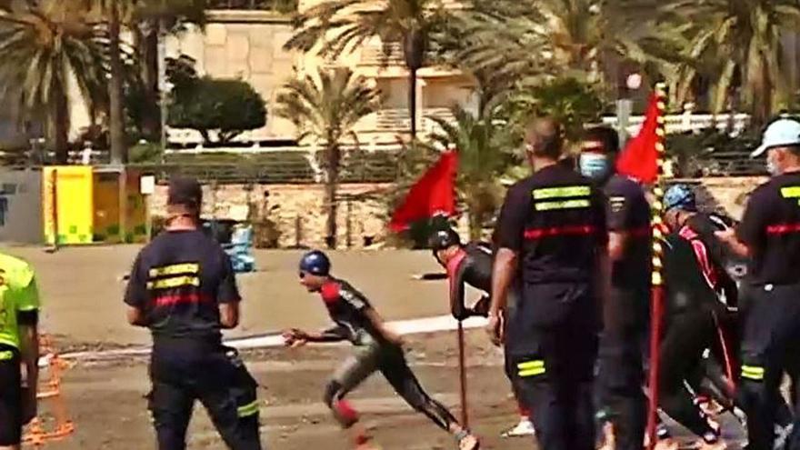 Benalmádena repesca a 16 aspirantes a bombero tras repetir la prueba de natación