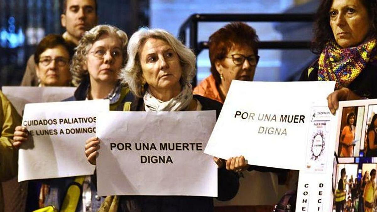 33 Manifestación a favor de una muerte digna. | EL PERIÓDICO