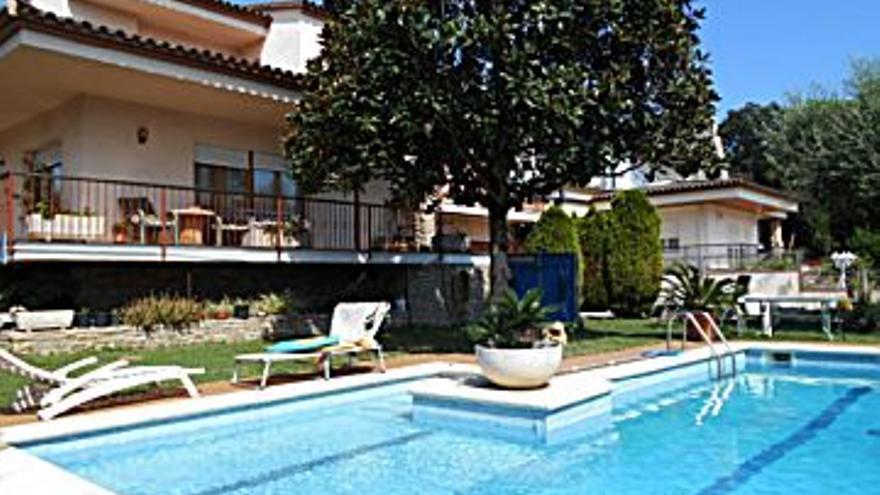 355.000 € Venta de casa en Vilablareix 216 m2, 5 habitaciones, 3 baños, 1.644 €/m2...