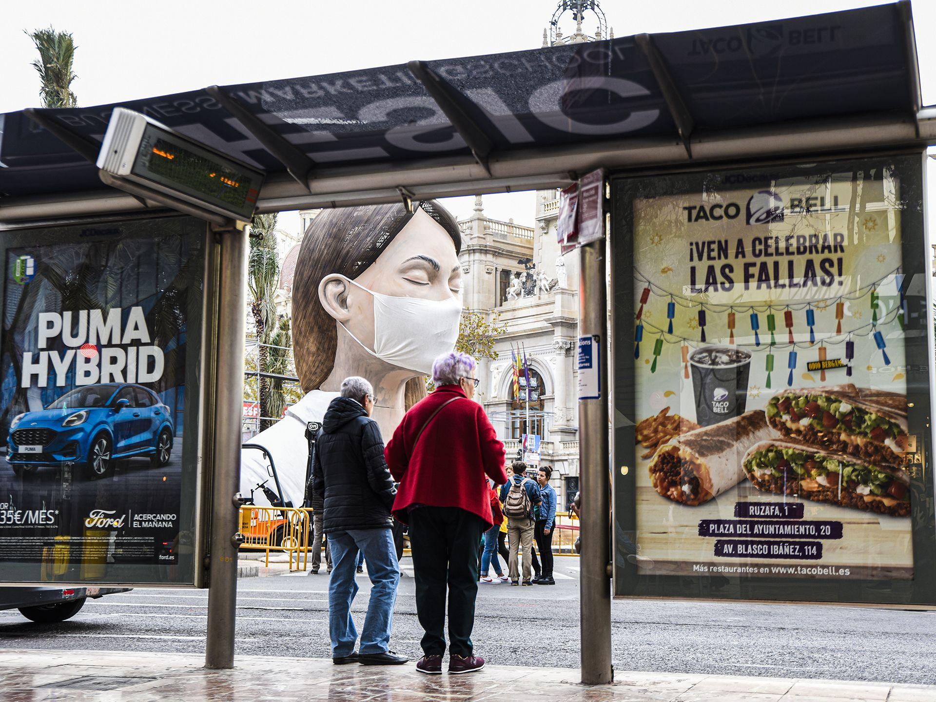 "PREMIO LEVANTE-EMV A LA FOTO MÁS INGENIOSA. ""La parada""  Autor: Juan Francisco Grau Benavent"