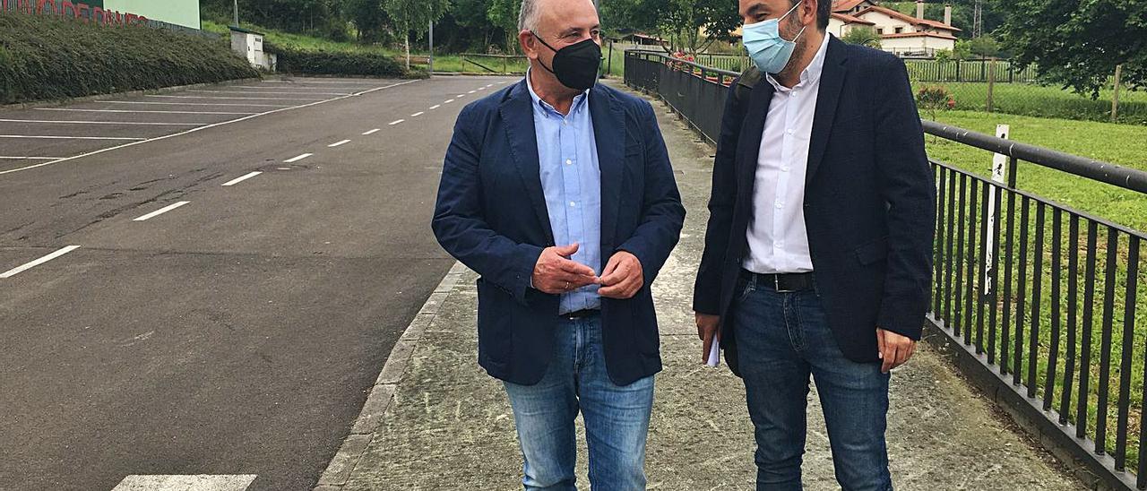 José Manuel Fernández, a la izquierda, junto a Alejandro Calvo. | M. Villoria