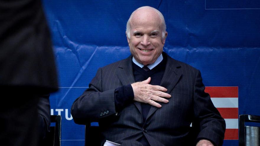 John McCain suspende el tratamiento contra su cáncer