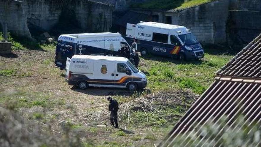 La Policía registra sin éxito dos pozos y una tumba en busca de pistas de Sonia Iglesias