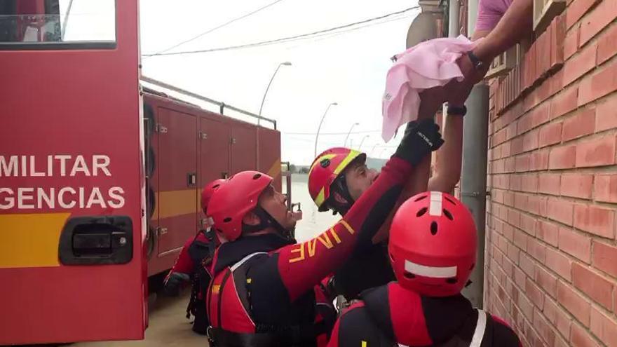 Un bebé rescatado con lancha y 1.932 evacuados de 2 cámpings
