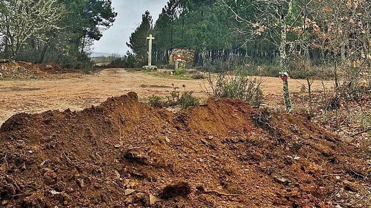 Tierra levantada en los caminos de acceso a la frontera con Portugal en Zamora.   | // CHANY SEBASTIÁN