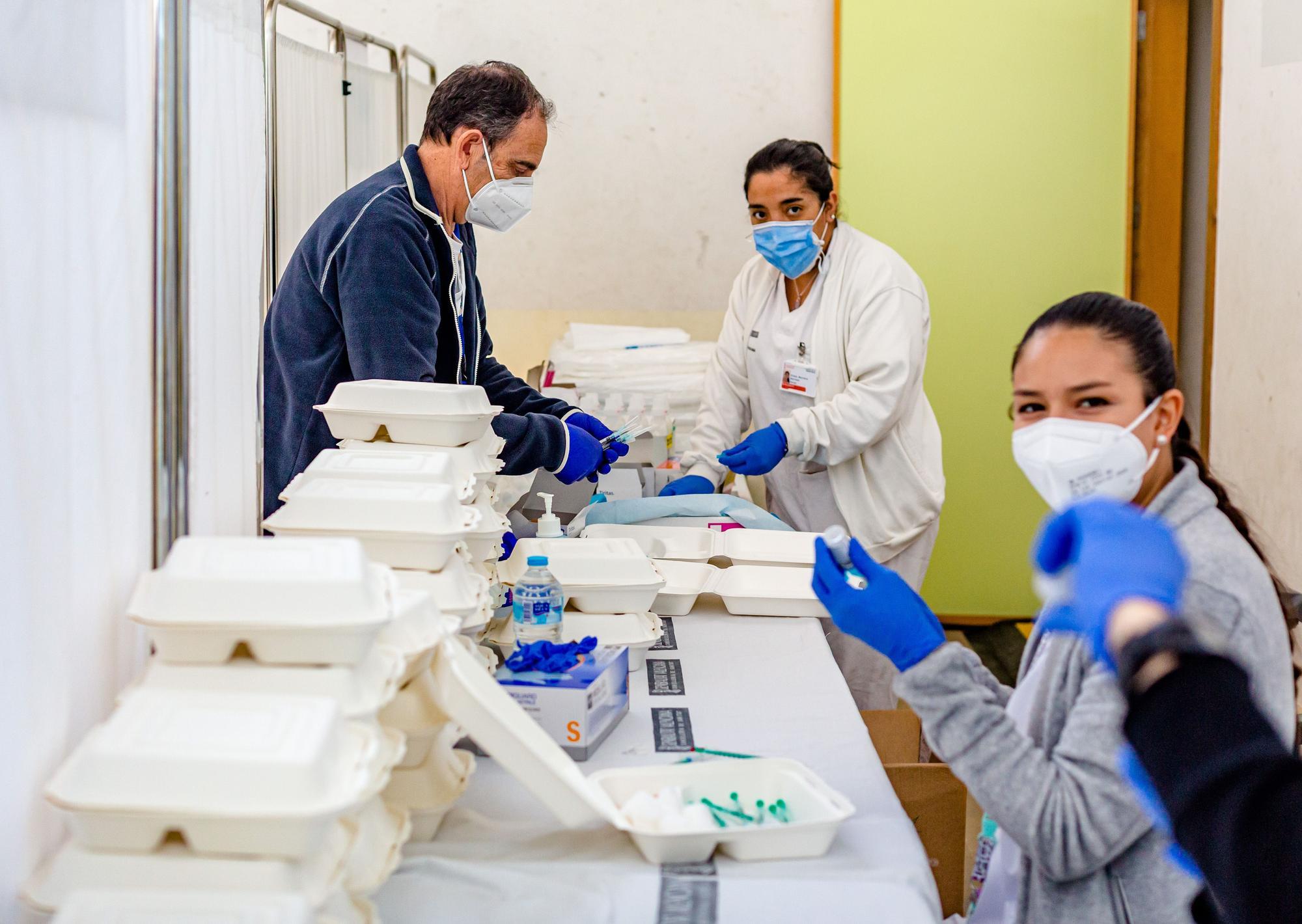 Sanidad arranca la vacunación a profesores en Benidorm