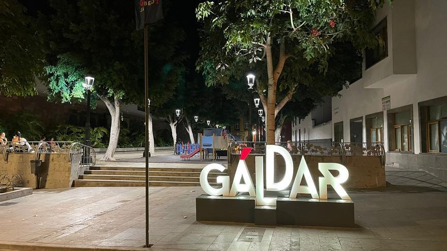 La plaza de los Faycanes incorpora las nuevas farolas de bajo consumo