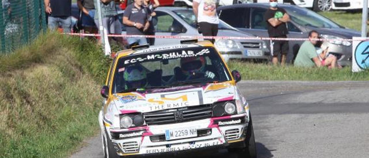 Manuel Mora (Peugeot 205 Rallye). | J. B. Díaz