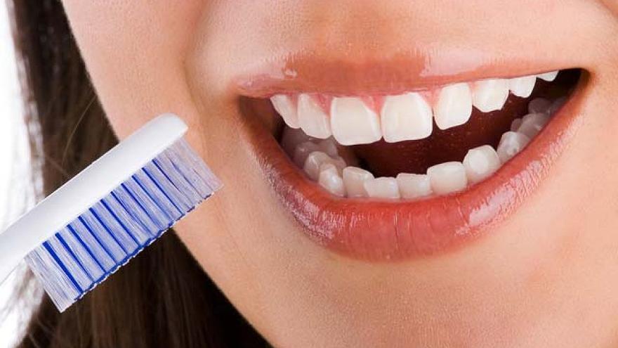 Absuelto el acusado de poner implantes sin ser odontólogo titulado