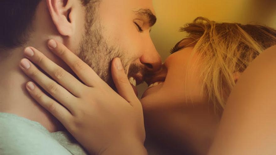 Las caricias y los preliminares son parte importante del sexo.