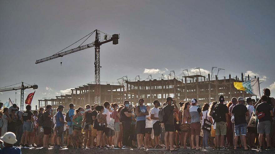 El Ayuntamiento defiende su gestión  y respalda las obras del Hotel La Tejita