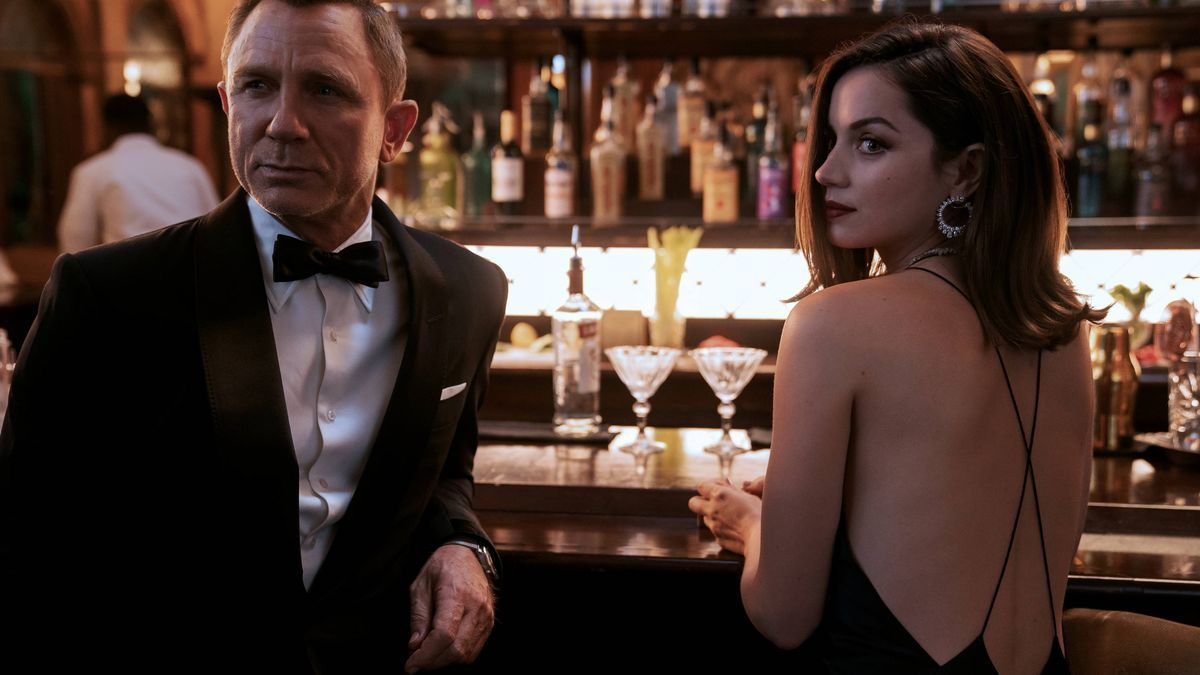 Ana de Armas and Daniel Craig in No Time to Die, the new James Bond movie.