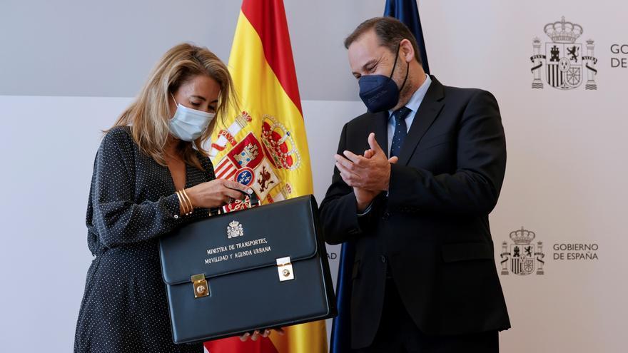 Ábalos entrega la cartera a Raquel Sánchez