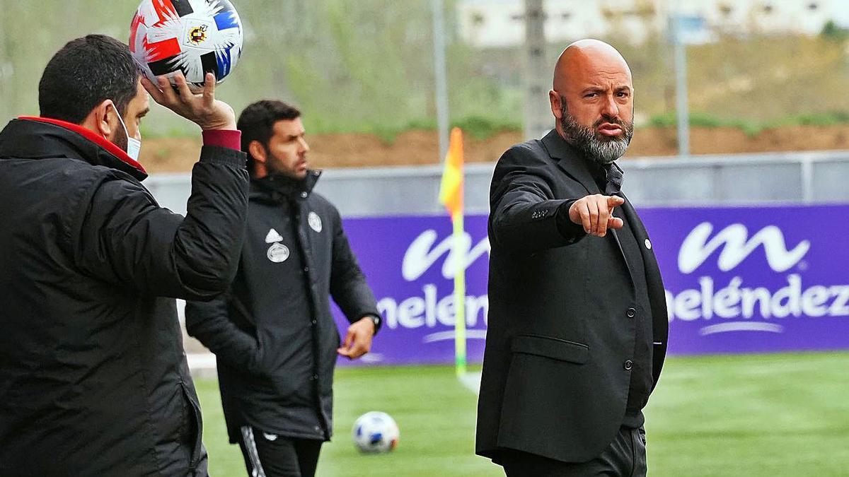 David Movilla, entrenador del Zamora CF, durante un partido de Liga. | Área 11