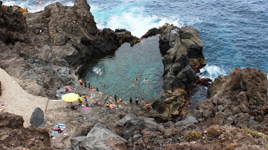 Fallece un varón en Tenerife tras caer al mar en el Charco de la Laja