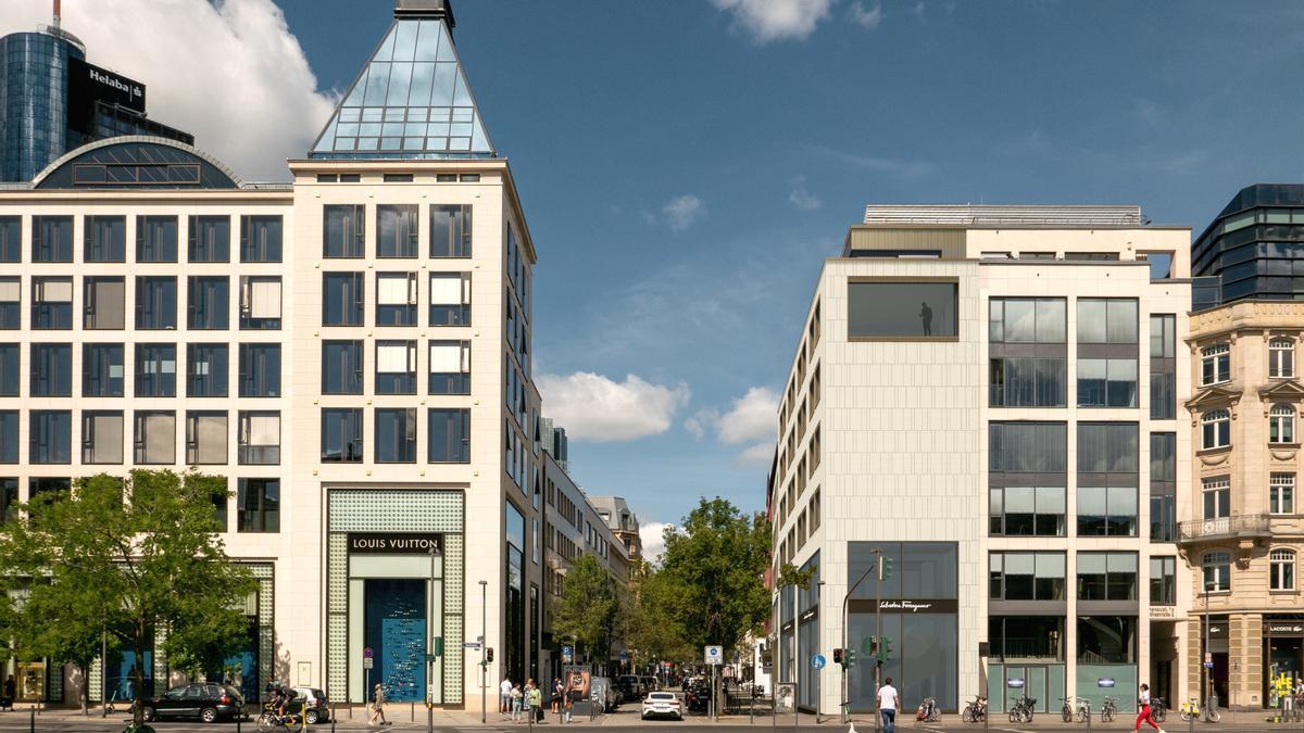 A la derecha, vista del edificio desde la Goetheplatz.