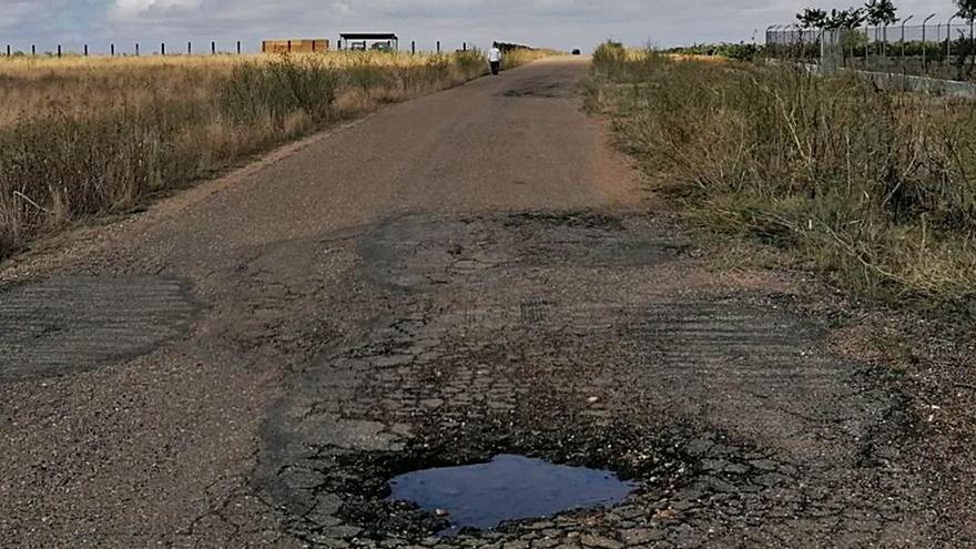 Vecinos de Toro alertan del peligro de la vía que enlaza con la del cementerio