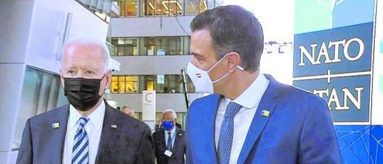 Biden y Sánchez, esta semana en su famoso paseo. | EFE