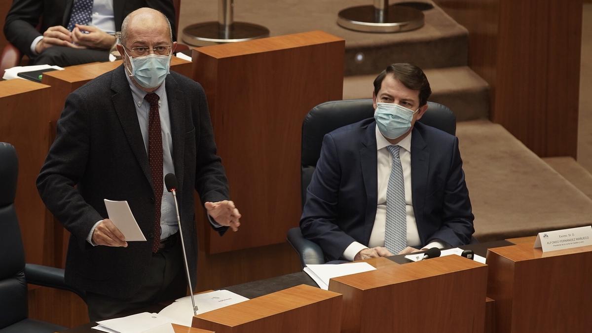 Igea y Mañueco, duranta la sesión plenaria en las Cortes de esta tarde.
