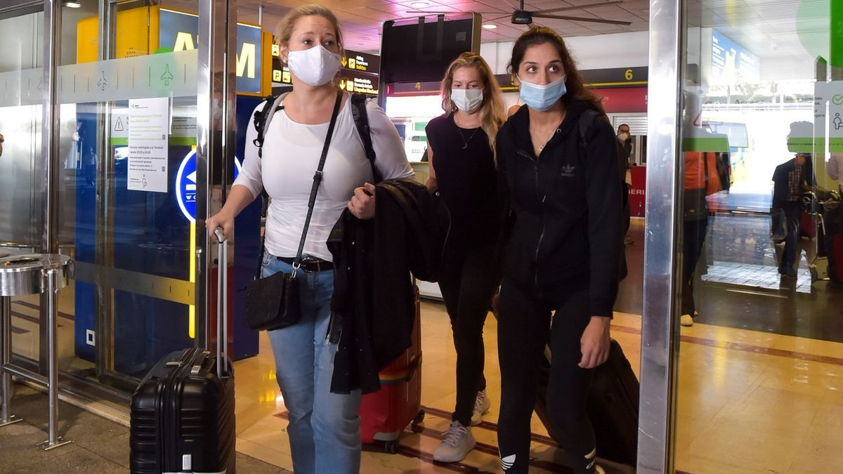 Llegada de turistas internacionales al aeropuerto de Gran Canaria.
