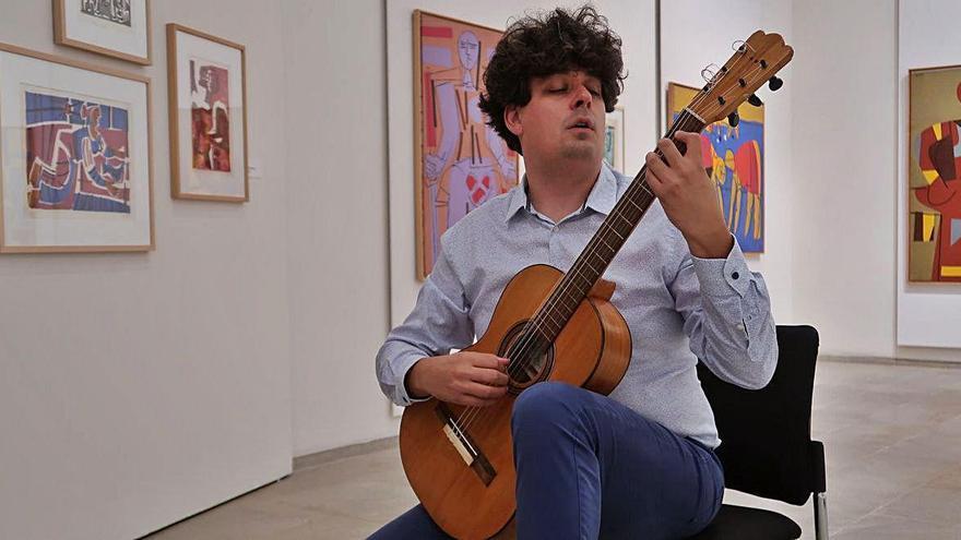 El músico Samuel Diz presenta el primer álbum con la guitarra original de Lorca