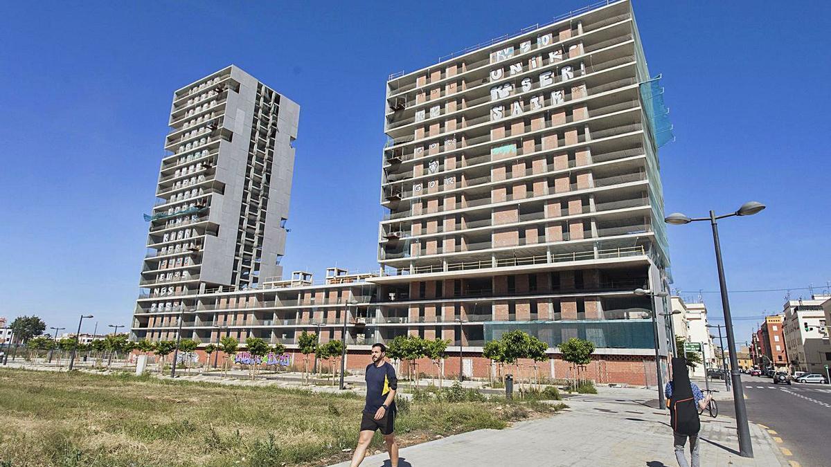Vista del edificio de la Generalitat ubicado en Sociópolis y pendiente de acabar. | G.CABALLERO