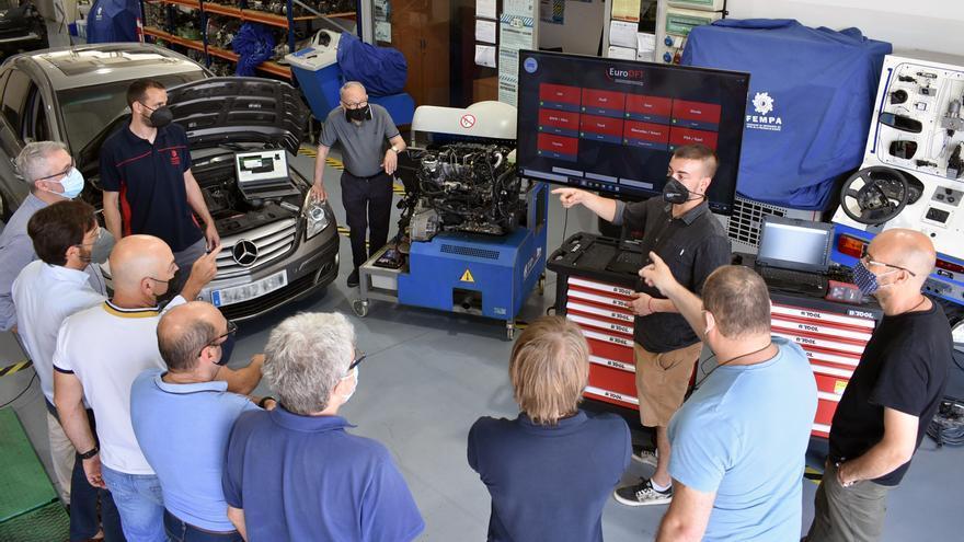 Fempa forma a los talleres para reparar los coches conectados