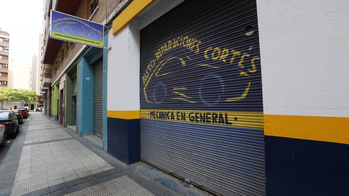 Auto-reparaciones Cortés tiene más de 30 años de servicio en el barrio de La Almozara.