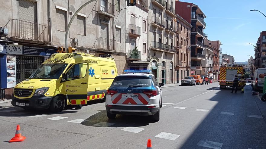 Tallen la carretera de Vic per una fuita de gas al carrer Lladó