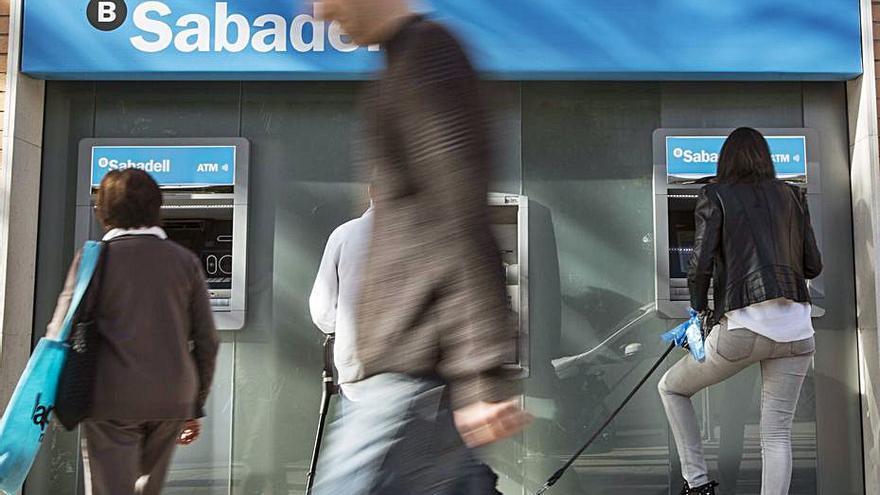 El Sabadell mejora su oferta para prejubilar pero los sindicatos  la ven insuficiente