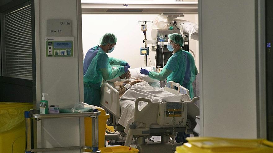 Los contagios en mayores se cuadruplican en dos semanas y Salud extrema las medidas