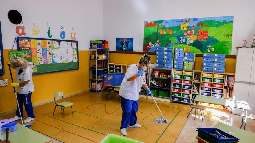 El Ayuntamiento realiza un plan de choque para la limpieza en los colegios