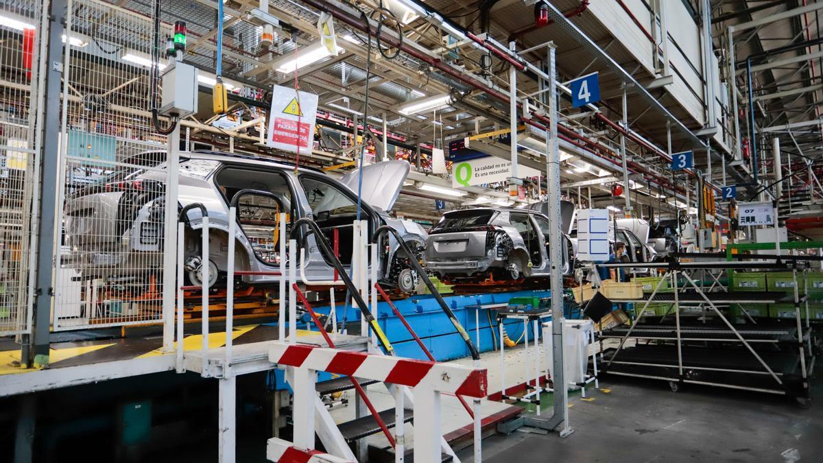 Los precios industriales suben en tasa interanual casi 2,5 puntos más que en julio.