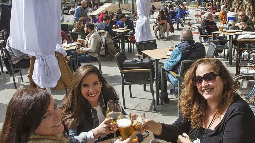 Solo la mitad de locales hosteleros con terraza reabre sus negocios