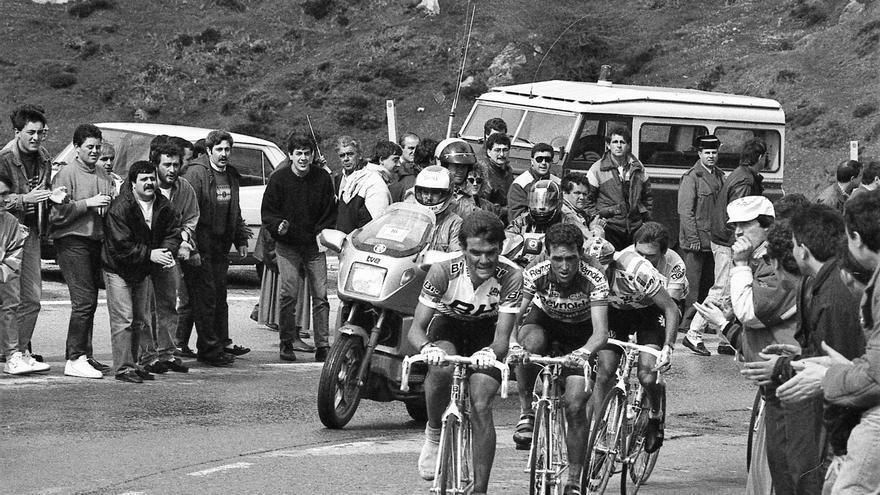 Retratos del ciclismo: una exposición fotográfica recoge la historia del deporte en Asturias