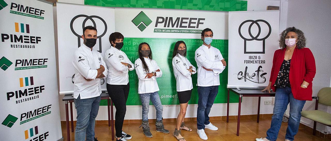 La presidenta de Pimeef-Restauració, a la derecha, presentó la nueva asociación de 'chefs'.   V. MARÍ