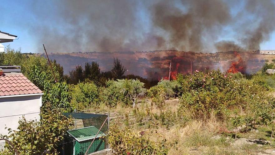 Investigan al presunto autor de un incendio forestal en Fermoselle